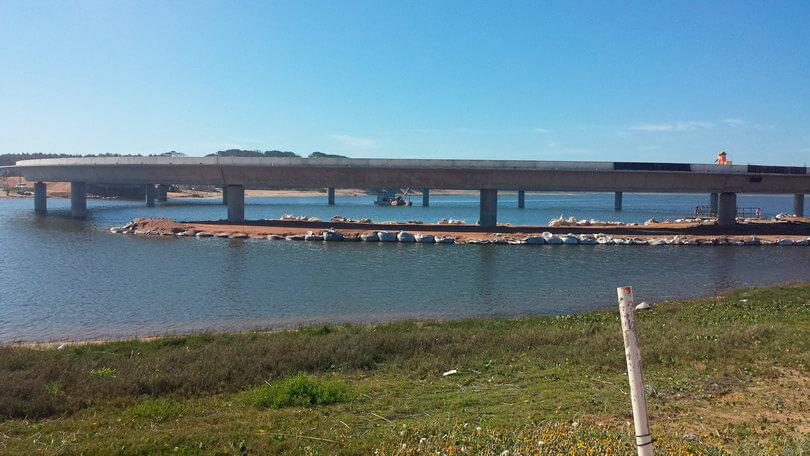 Ponte Laguna Garzón, no Uruguai,