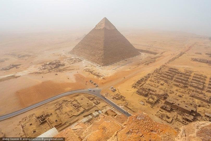 Pirâmide de Giza, em Cairo no Egito