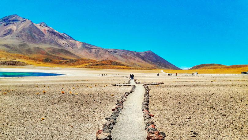 Caminhar no sentido da perfeição na Laguna Miñiques, San Pedro de Atacama